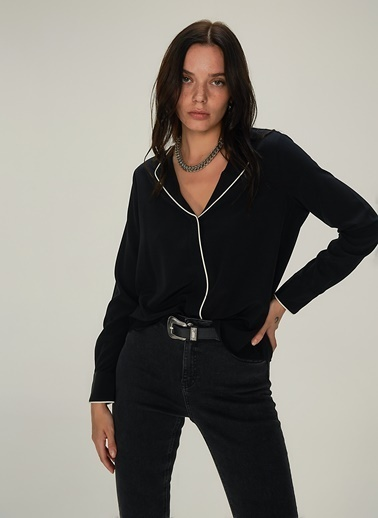 NGSTYLE Kontrast Biye Detaylı Bluz Siyah
